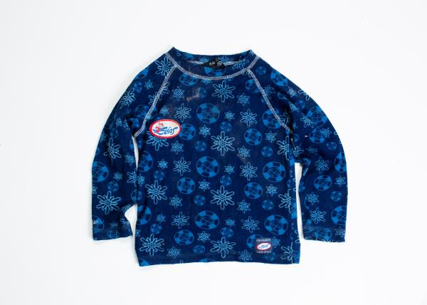 A kids' sweater. 40% of Morias 13.000 residents are minors, with seven out of ten under the age of twelve.