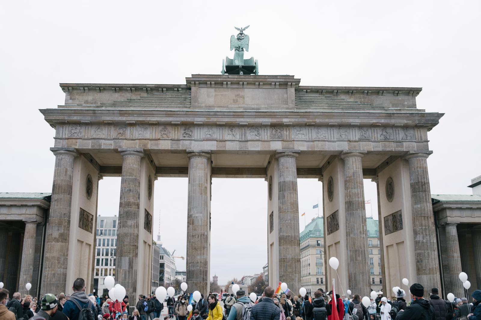 Protesters gather at 9 AM in front of Brandenburger Tor.