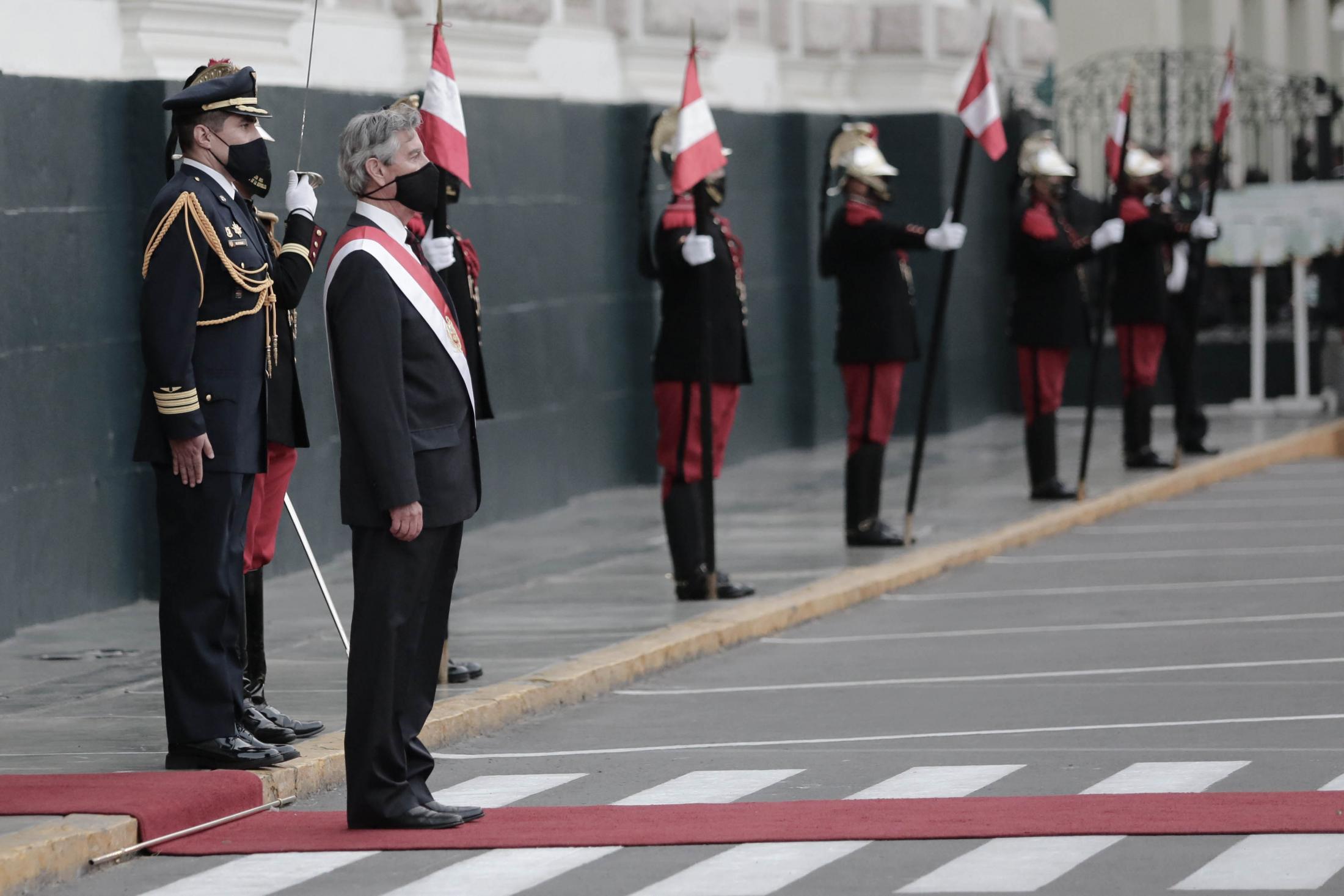 Francisco Sagasti nació el 10 de octubre de 1944 (76 años) en Lima. Congresista por el Partido Morado desde marzo a noviembre de 2020 donde fue nombrado Presidente del Perú hasta julio de 2021 tras la renuncia de Manuel Merino. Esta elección se dio entre 19 parlamentarios que se opusieron a la vacancia de Martín Vizcarra.