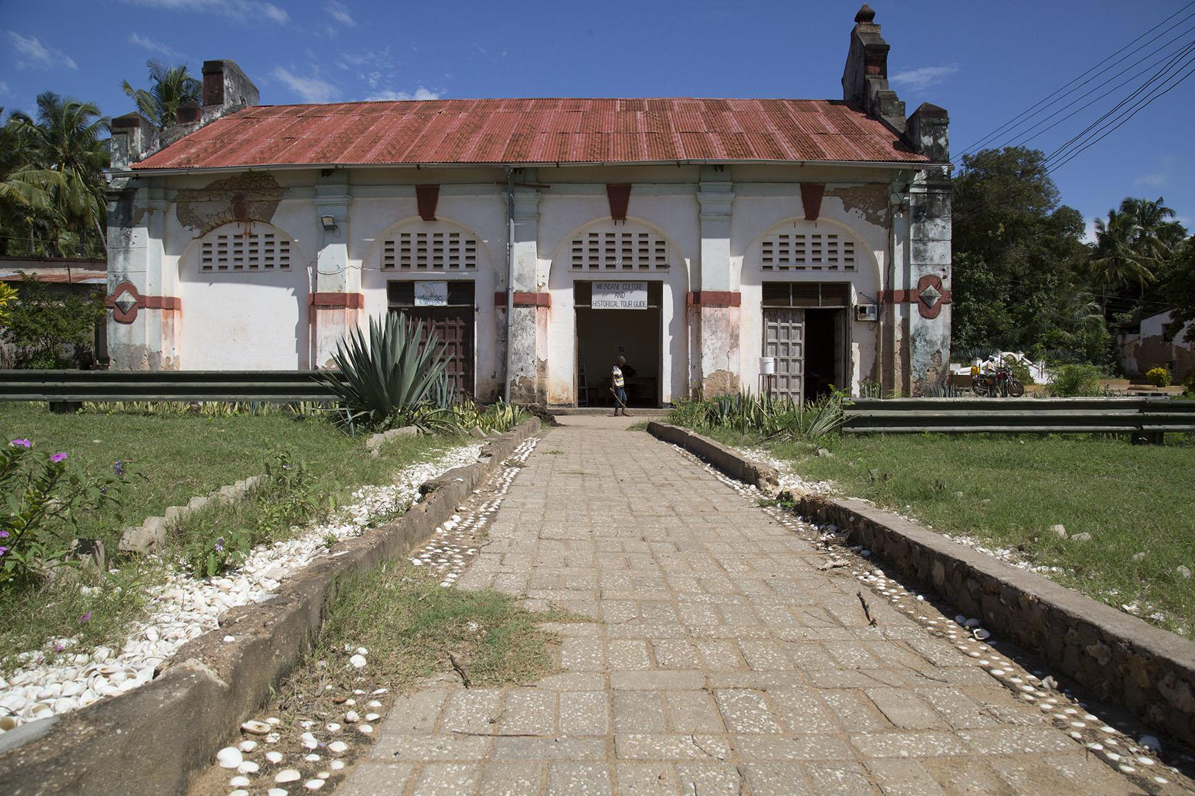 TANZANIA-ARCHITECTURE-HISTORY-FEATURE This picture taken on April 28, 2019 shows the building of the former Slave Market which is currently used for local business like restaurants, fish market and tour office in Mikindani, southern Tanzania. - Mikindani was once the centre of trade in southern Tanzania. The town was under German colonial rule trade in the late 19th century before the arrival of the British at the end of WWI. (Photo by SIMON LUYENGA/AFP)