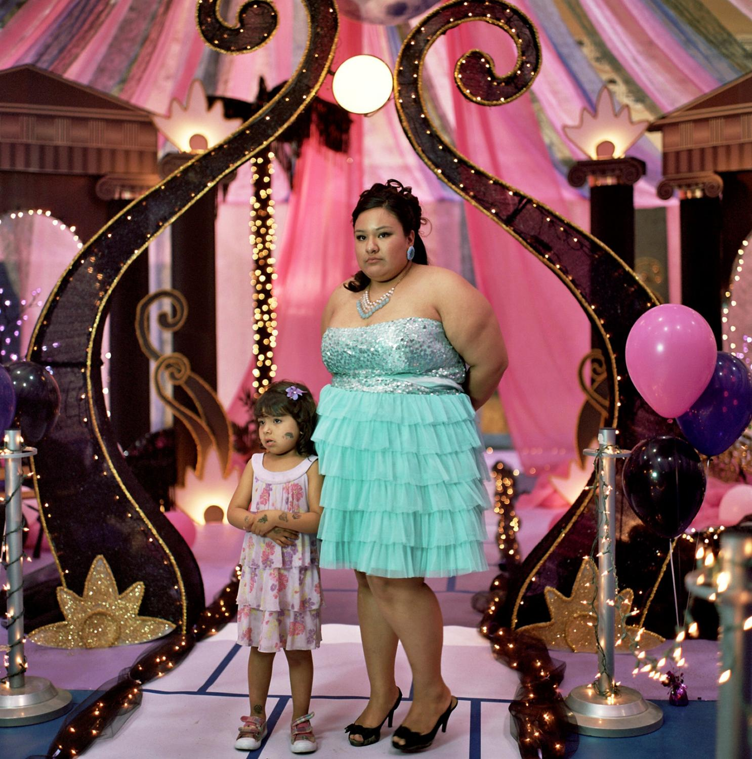 Kara Shaw, 19 years old, posing for her prom picture with her daughter Lillian Shaw, 4 years old, at the prom night in Four Winds high school. Teen pregancies are common on Spirit Lake. Fort Totten, Spirit Lake Reservation, North Dakota, USA. April, 2013