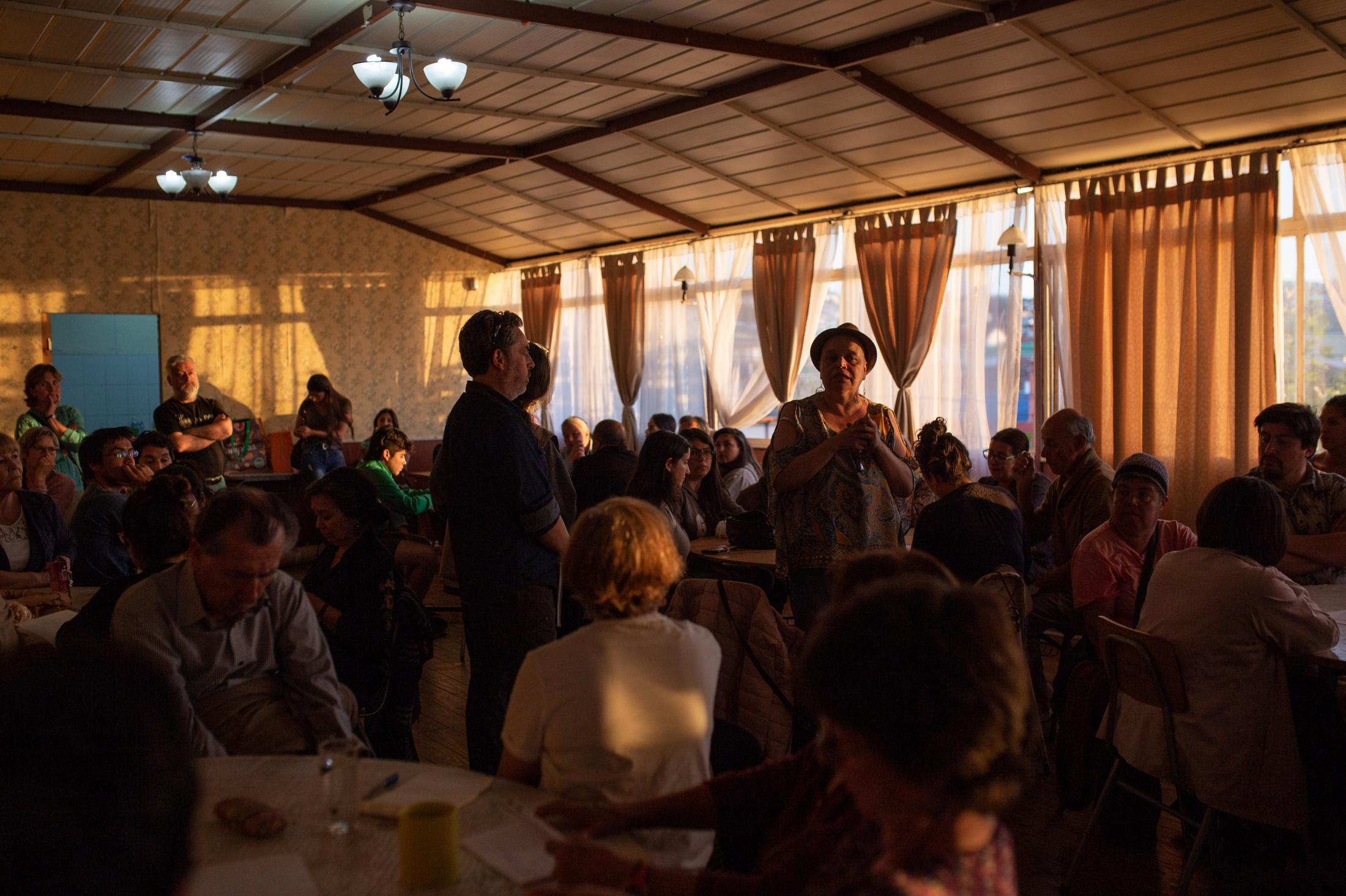 November 3, 2019. Neighbors of Cerro Esperanza, in Valparaíso, meet in an assembly to discuss the situation in the country and propose possible solutions to eliminate inequality. Among the debates generated in the town councils and citizen assemblies, the promulgation of a New Constitution appeared as a proposal. Valparaíso, Chile.