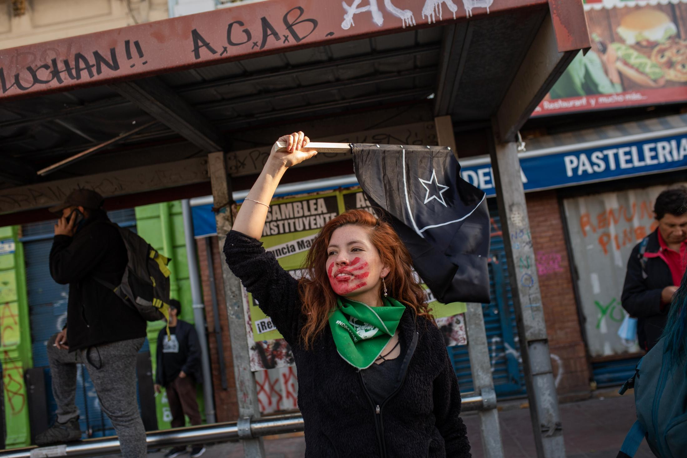 November 25, 2019. A feminist protester waves a black flag during a march for the International Day for the Elimination of Violence against Women, in the context of the social unrest. The Chilean black flag became a symbol of the protests to symbolize mourning for the human rights violations that occurred in the country during the social outbreak. Valparaíso, Chile