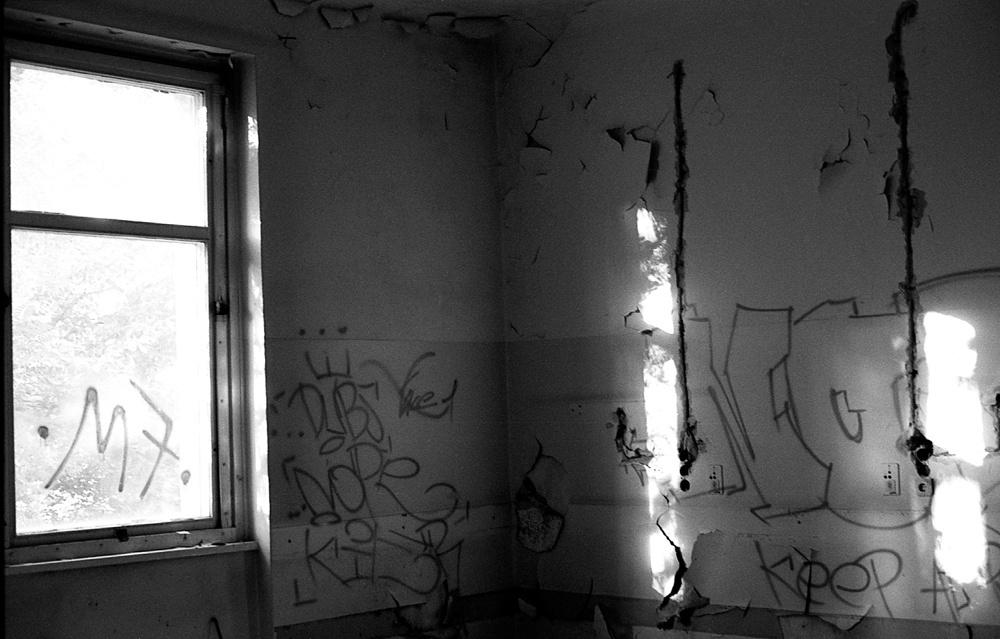 Art and Documentary Photography - Loading Neukolln_Child_hosp-07.jpg