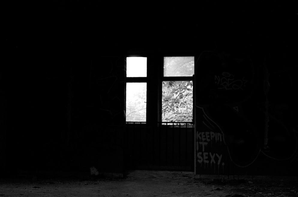 Art and Documentary Photography - Loading Neukolln_Child_hosp-08.jpg