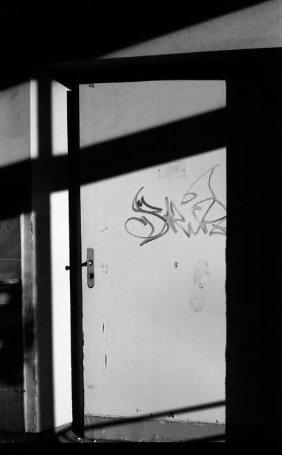 Art and Documentary Photography - Loading Neukolln_Child_hosp-09.jpg
