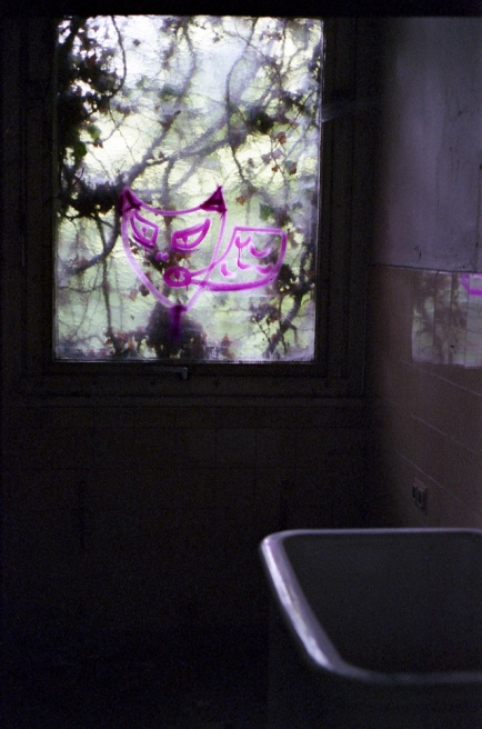 Art and Documentary Photography - Loading Neukolln_Child_hosp-18.jpg