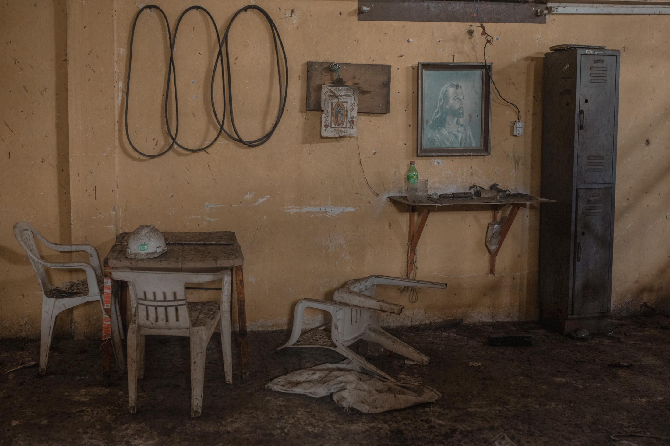 """Los espacios de la fábrica de Café llamada """"Beneficio Puerto Rico"""", una de las más grandes de la región, se lucen abandonados luego de que en 1989 el estado dejó de suministrar recursos a los productores locales para mantener las operaciones de la planta, ubicada en Coatepec, Veracruz."""