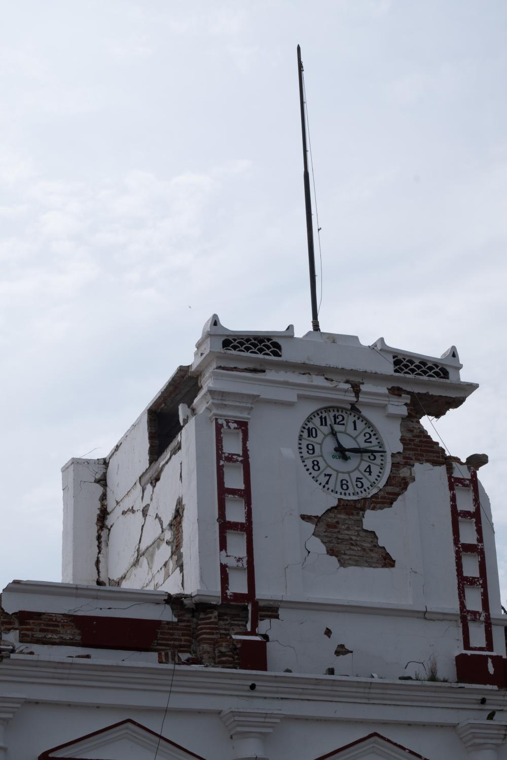 The town hall clock was still unrepaired and with clear signs of deterioration after the earthquake. At the time, many were still scared of incoming earthquakes and aftershocks that could further damage to the communities.