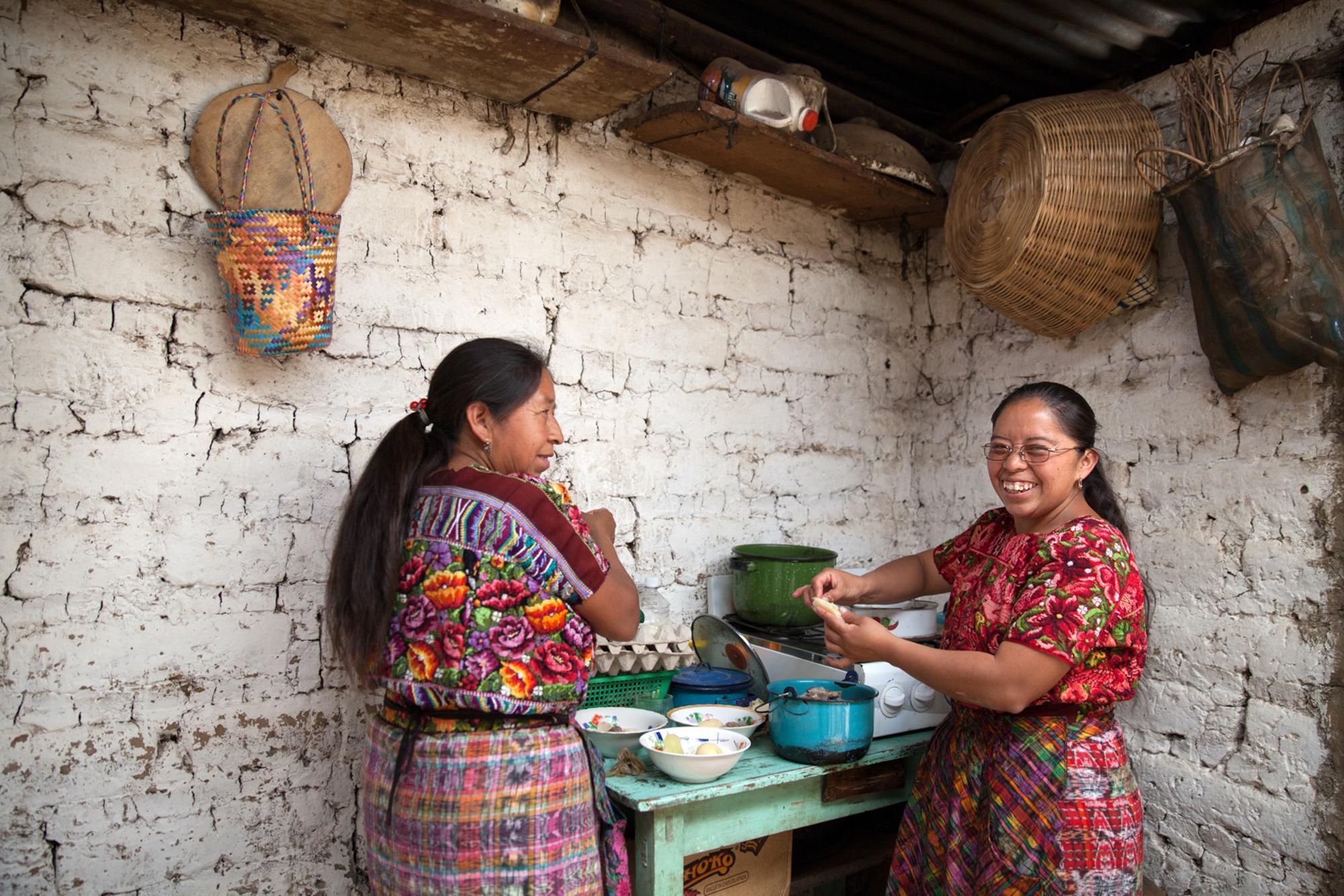 Gloria Marina Icu Puluc (R), midwife from the Asociación Civil de Comadronas Tradicionales de Chimaltenango, Guatemala