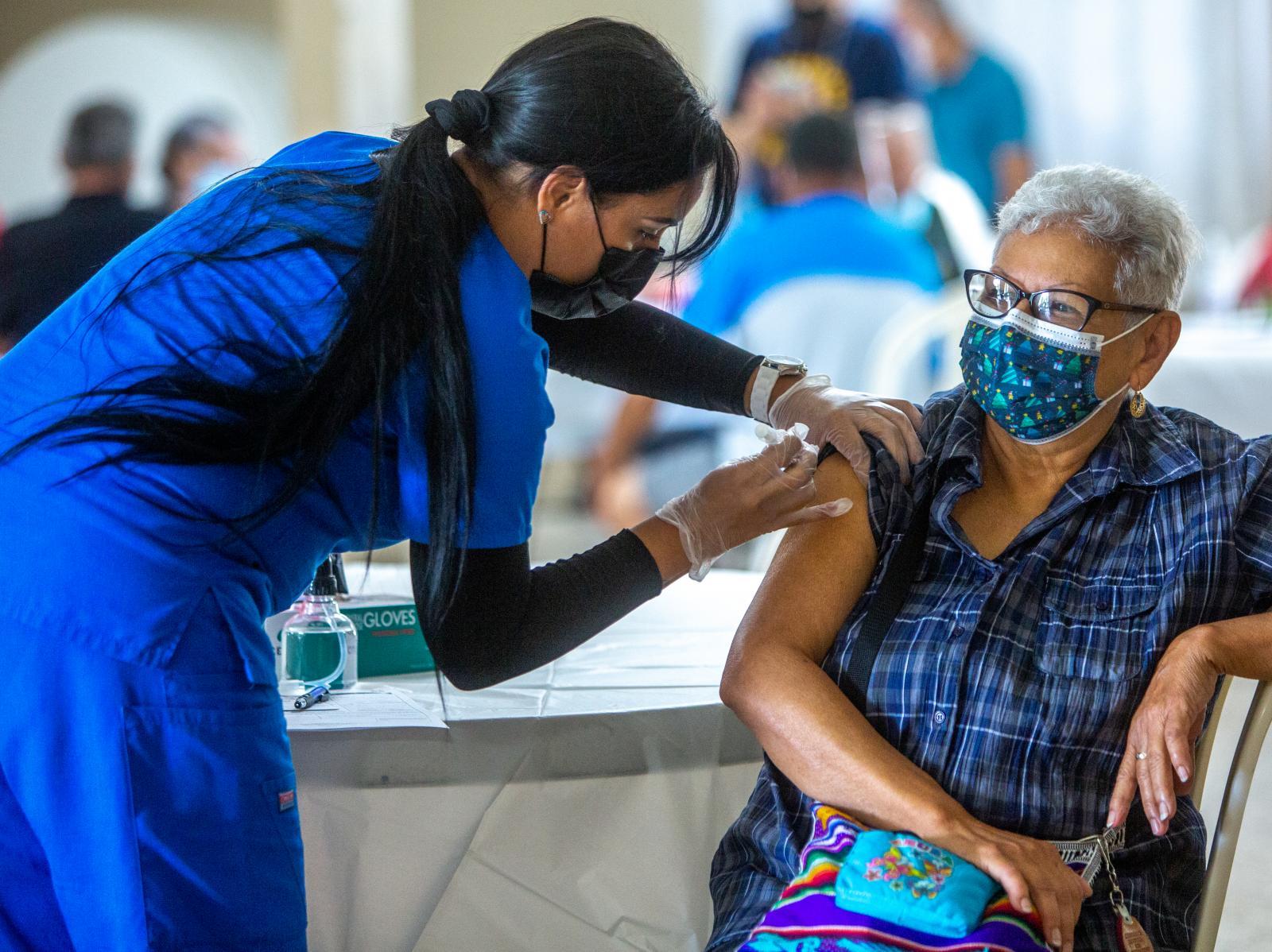 27 de febrero de 2021. Manatí, Puerto Rico. Vacunación masiva en el Club Rotario de Manatí.(Nahira Montcourt)