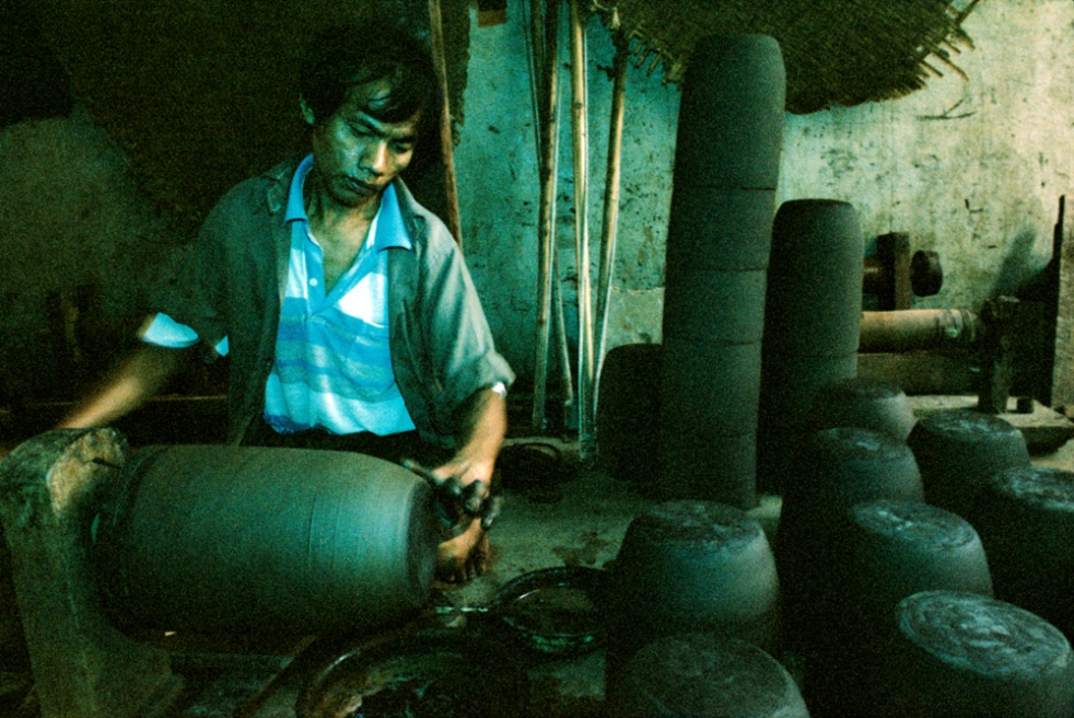 Man making lacquareware. Old Bagan, Myanmar.