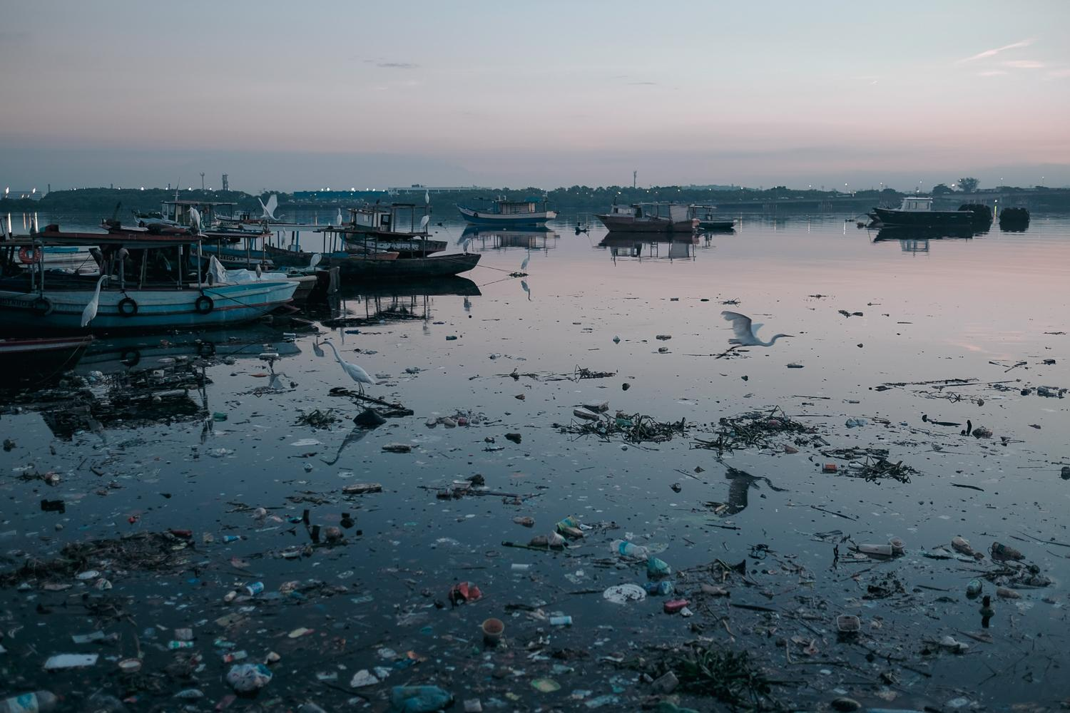 The colony of artesanal fishermen Z-11 sits on the edge of the Guanabara Bay facing Governor's island and Rio de Janeiro's international airport. It is currently the most polluted part of the bay.