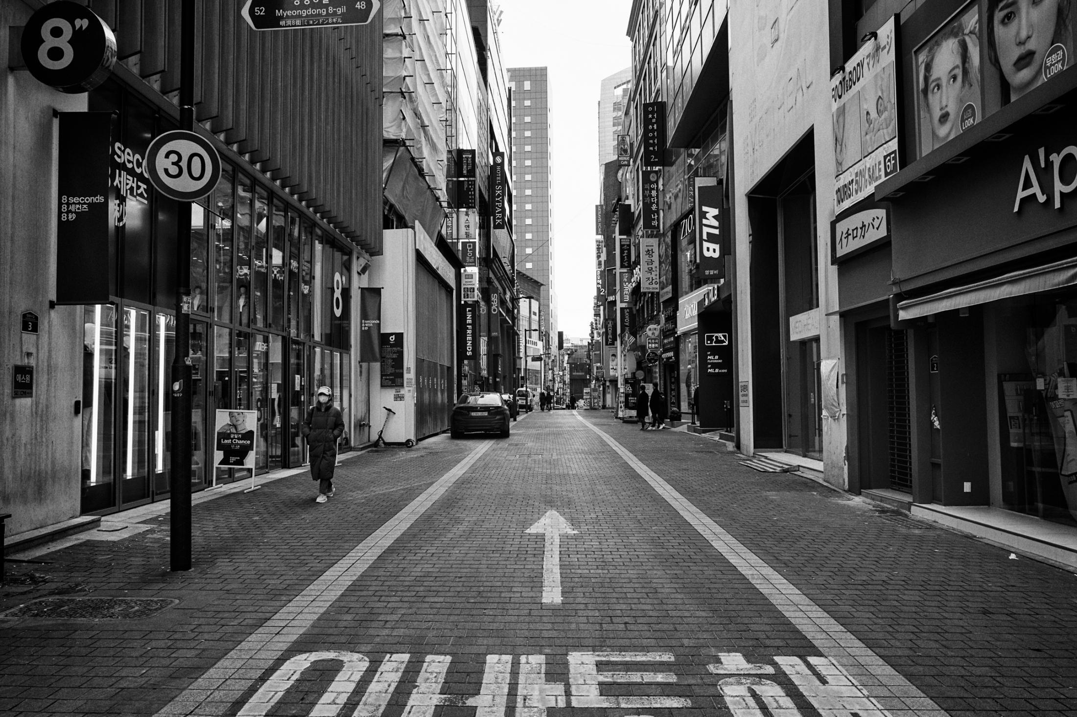Myungdong, 1:20 p.m. Sunday. Jan. 17, 2021. Seoul, South Korea. 명동, 서울. 2021년 1월 17일 일요일 오후 1시 20분.