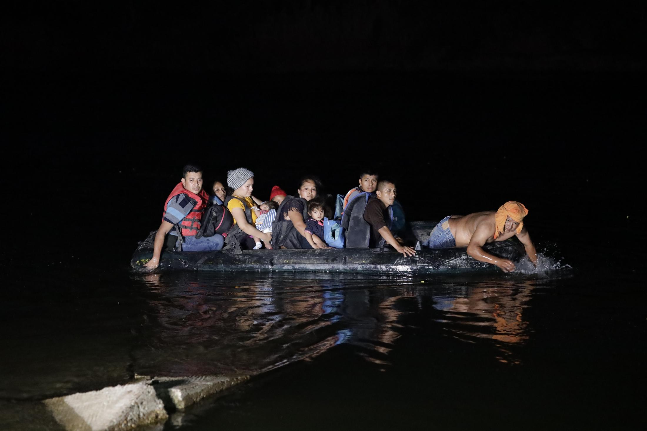 During the night on Wednesday 14, 2020, over 200 migrants came to the shores of Roma, TX via inflatable rafts. Men, women and children came from Honduras, Guatemala and El Salvador, escaping poverty, hunger, violence and COVID-19 and seeking a better life in the United States.