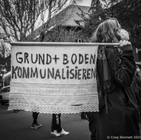 """Protest in support of the Oranienstraße Bookshop Kisch & Co at Moabit Criminal Court in Berlin. Kisch & Co has been a fixture on Oranienstraße in Kreuzberg, Berlin for over 24 years. However, the property was bought up by a real estate fund: Victoria Immo Properties based out of Luxenburg-effectively a shell company for private equity. The new rent asked by the owners was beyond Kisch & Co's means and they had requested for an approach that asked an affordable and fair rent for a bookshop, This was rejected by the real estate fund and today (22/04/2021) the case of dispute ended up at Moabit Criminal Court in Berlin. the courts decision today was as expected: The bookshop must leave the premises in Oranienstraße and also pay the costs of the proceedings. At the court Bookseller Frank Mertens used the trial's proceedings as an opportunity to make a political statement. He stated: """"We are sitting here because we are of course fighting for our existence, for the preservation of our bookshop and the jobs of our great employees. But beyond that, it is also about preserving the entire cultural and social location of Oranienstraße 25,"""" because the other projects in the building are also threatened. No tenant in the building could afford the rent, which had been tripled by the new owner. Adding: """"On the one hand, there is the profit interest of some filthy rich private speculators who hide behind lawyers acting in a fiduciary capacity. On the other hand, there are the years of work by cultural workers, gallery owners, museums and the commitment of the residents."""""""