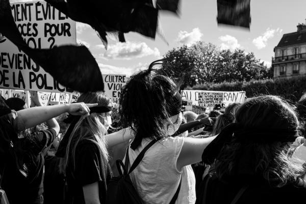 Rassemblement féministe pour le remaniement du gouvernement sur la Place de l'Hotel de Ville, à Paris, dans la journée du 7 Juillet 2020