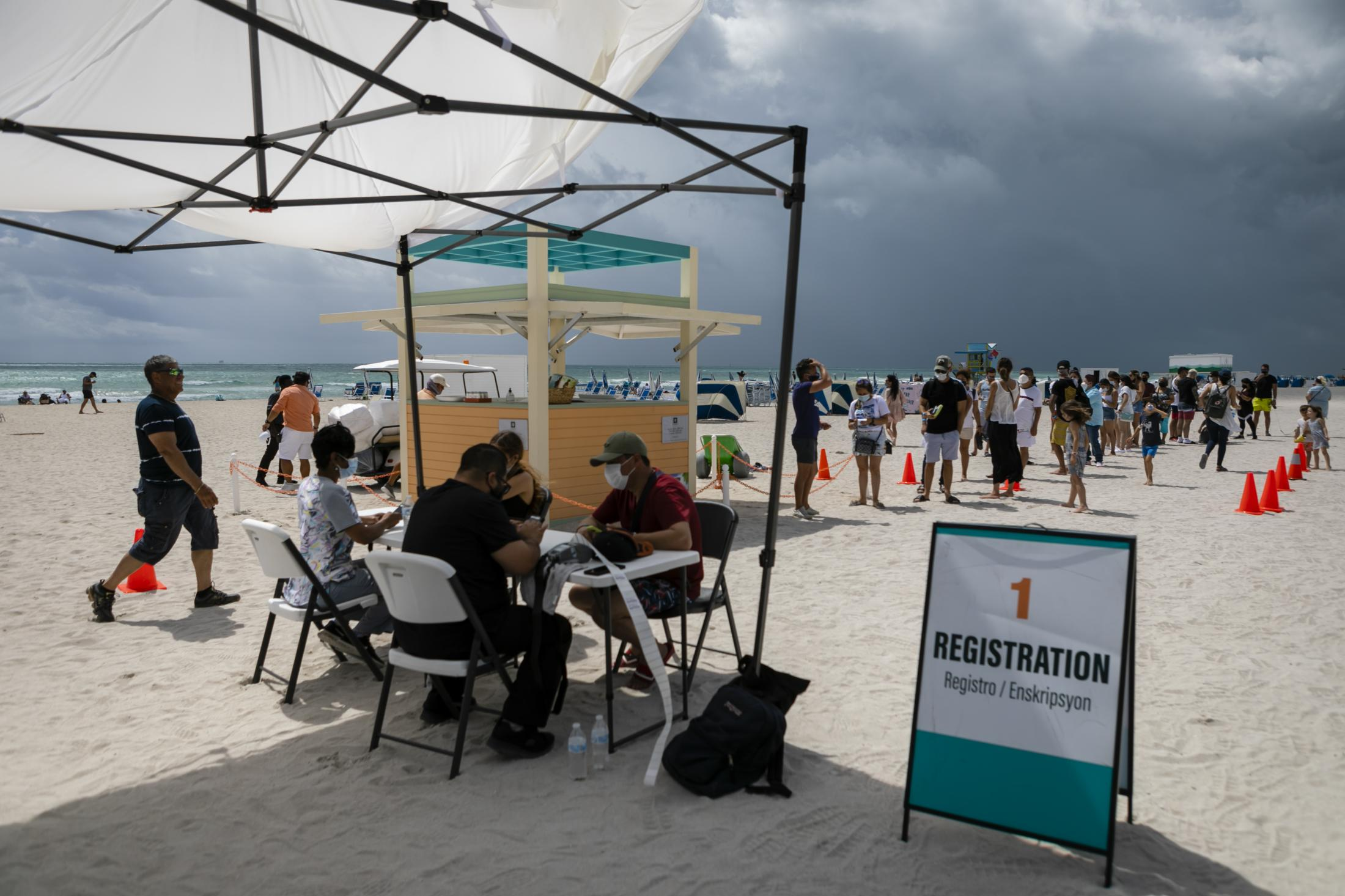 People check in to get Johnson & Johnson COVID-19 vaccine at a pop-up vaccination center at the beach, in South Beach, Florida, on May 9, 2021. Eva Marie UZCATEGUI / AFP6