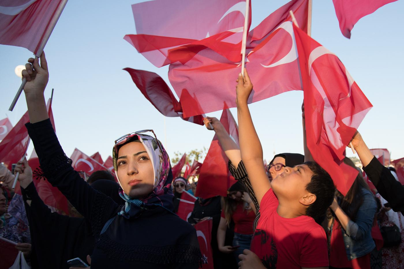 Commemoration of the failed coup attempt on the Bosphorus Bridge, Istanbul, July 15, 2018. In the past five years, the Turkish people have experienced six elections, an attempted coup, two years under a state of emergency, and a referendum followed by the establishment of a presidential regime. Re-elected for five years as the head of Turkey, Recep Tayyip Erdoğan now holds full power until 2023.