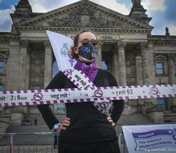 Outside the Reichstag Building in Berlin various womens organisations amd individuals came together as part of a German Nationwide protests on the anniversary of the 15 May. Marking the anniversary date Abortion was introduced to the penal code (criminal Offence) for Germany-150 years ago. In Berlin the womens groups encircled and embraced the Reichstag Building, Berlin in a chain link of supporters. History-On 15 May 1871, the provisions on abortion were adopted in the first Imperial Penal Code. 150 years later abortions are still a criminal offence under §218 StGB. But the regulation in the penal code disenfranchises those affected and denies them a self-determined decision. 150 years of criminalisation have also created a social taboo. Together with 120 organisations the various Womens Groups demand: Abortion must be removed from the penal code!