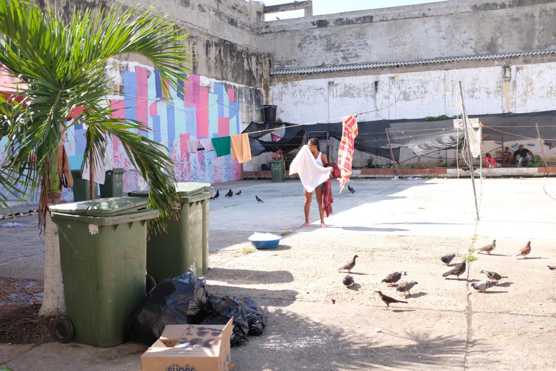 The outdoor courtyard of the San Diego Women's Prison is located in the heart of the historic city of Cartagena, in northern Colombia. La cour extérieure de la prison pour femmes de San Diego est située en plein cœur historique de la ville de Carthagène des Indes, au Nord de la Colombie.