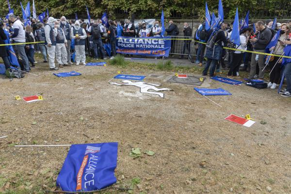 Reconstruction of a crime scene by the Alliance union during the citizen's rally, inter-union demonstration of police officers such as Alliance Police Nationale, UNSAP, SGP etc., to denounce the laxity of justice and in homage to all police officers injured or killed in the line of duty, in front of the National Assembly, in Paris, on May 19, 2021. Antoine Wdo / Hans Lucas Reconstitution d une scene de crime pat le syndicat Alliance lors du rassemblement citoyen, manifestation citoyenne inter syndicale des policiers comme Alliance Police Nationale, UNSAP, SGP etc, pour denoncer le laxisme de la justice et en hommage a tous les policiers blesses ou tues en fonction, devant l' Assemblee nationale, a Paris, le 19 mai 2021. Antoine Wdo / Hans Lucas
