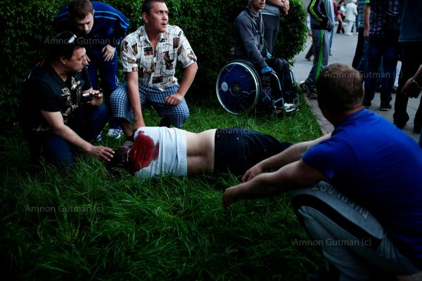 A man reacts next to the body of a man who supports Russia in Krasnoarmeisk, Ukrainian national guardsmen opened fire on a crowd outside a town hall, trying to stop the May 11 refferndum from taking place in the village.