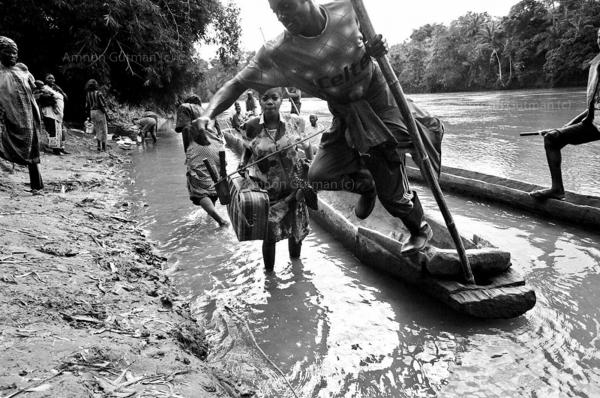 A man crosses the Ulindi river on his way back home, Shabunda, South Kivu.