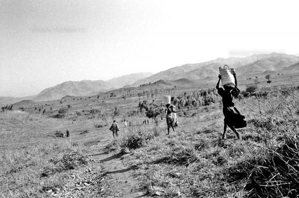 Local villagers on their way back home from a market's day, in an FDLR controlled area, Kahungwe, South Kivu.
