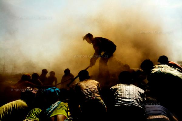 Villagers from Kalmi, gathering iron from the debris of a steel plant which was built in their village. Chhatisgrah.