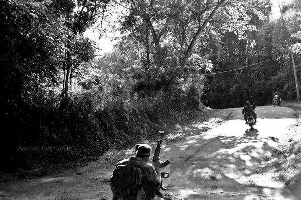 SLA commandos patrolling the area of Buttala village after a claymore mine explosion that killed 26 bus passengers and injured 63. Buttala, South Sri Lanka.