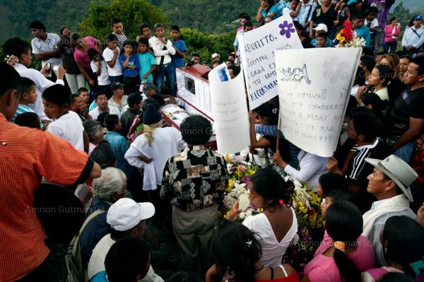 The funeral procession of Abelino, an 88 years old man who passed away from old age. Taquayo, North Cacua.