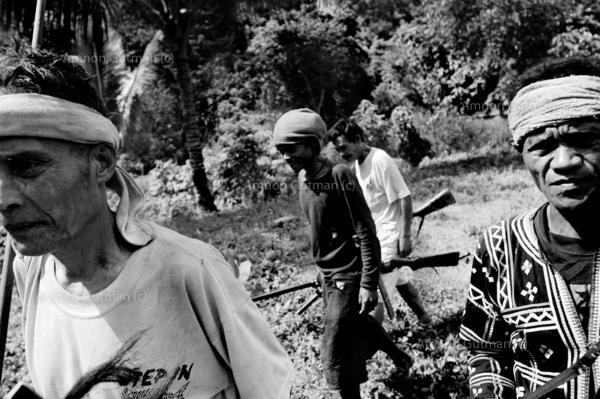 Matigaslaug elders on their way back from a village meeting , Duma Logdog.