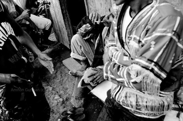 -matigasalug fighterswaitingoutside a village council meeting, Setio Patag village, Mindanao