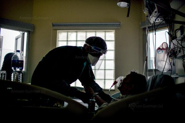A doctor treats a Covid-19 patient in Ichilov hospital Covid emergency unit. Tel-Aviv.