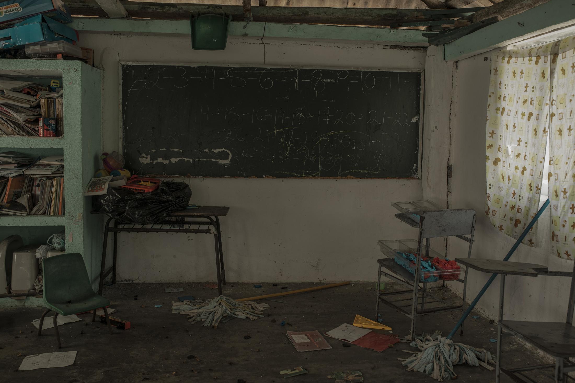 La escuela primaria México, localizada en la comunidad de Costa de San Juan, ubicada en una isla del Sistema Lagunar de Alvarado.