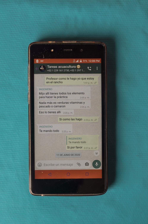 WhatsApp de Brian Zamudio, 18 años, donde recibe indicaciones para sus tareas de manera virtual. Brian ha sido uno de los estudiantes afectados por la pandemia del Covid-19 al vivir en una comunidad sin energía eléctrica ni internet para poder realizar sus actividades académicas.