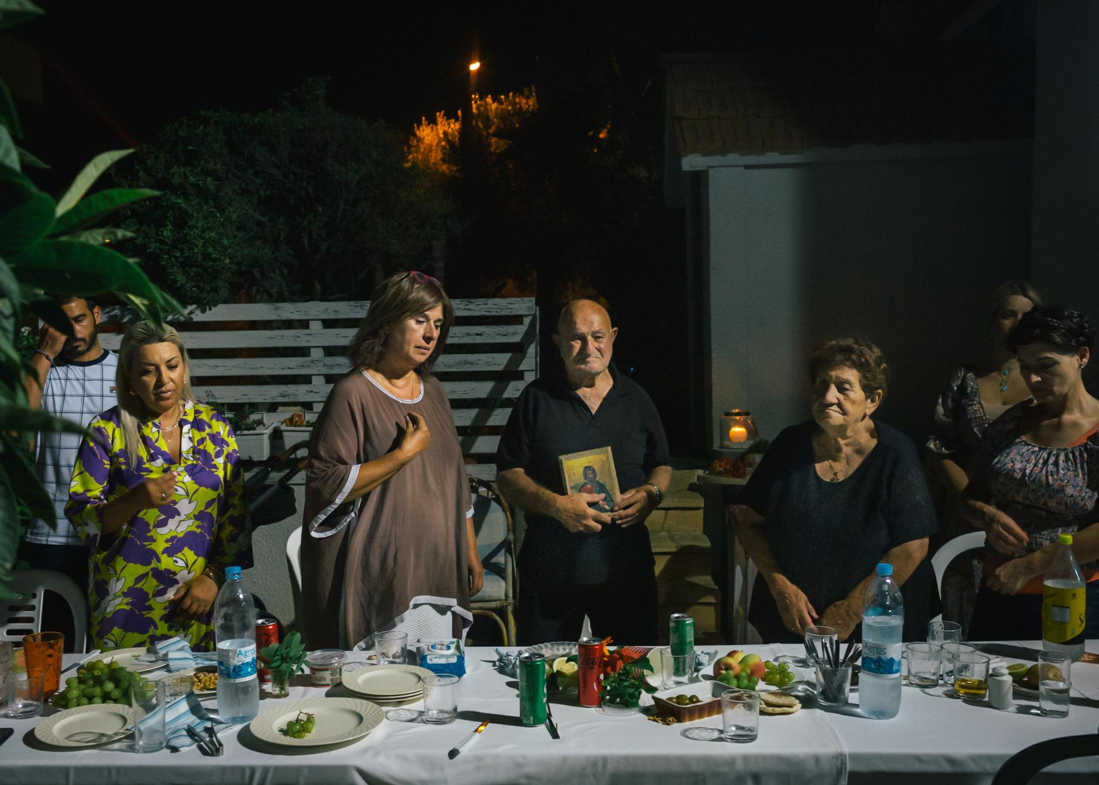 On the eve of her crossing over to Turkish territory in Northern Cyprus, Tasoula Hadjitofi visits the family of her godfather in a neighboring village of Famagusta.