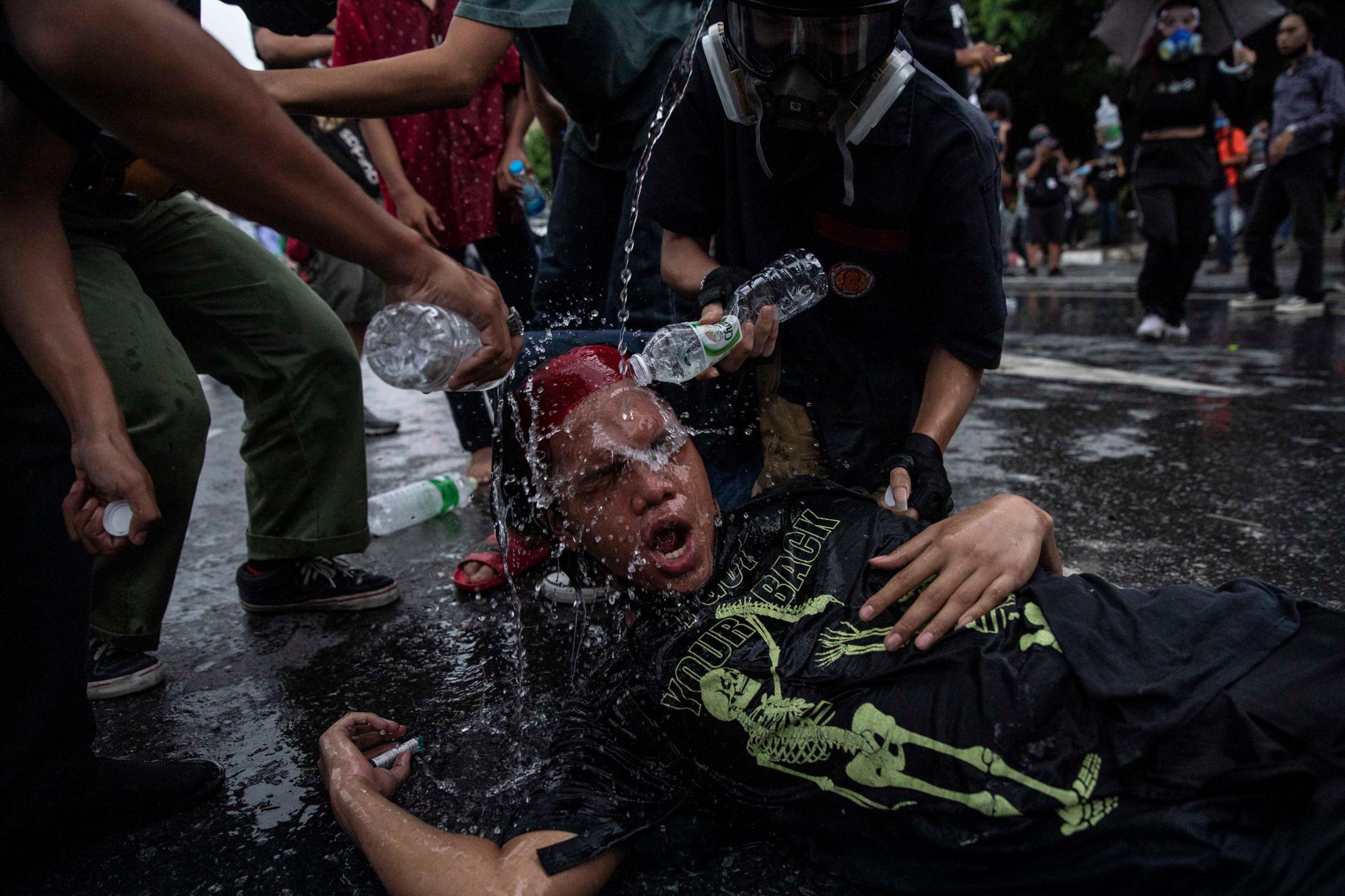 Art and Documentary Photography - Loading AM_BangkokProtest_150821__028.jpg
