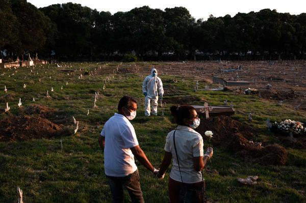 Graveddigers, COVID and death: Rio's biggest cemetery