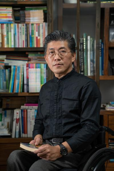 """Chen Weibin, 60, writes fable stories. He's better known by his pen name, Yu Tu. He started writing since middle school, and had planned to continue his study in high school and university. However, he was rejected from high school due to his disabilities, since education resource was limited in the 70s, and preference was given to students without disabilities.      Yu Tu first published a fable story in a newspaper in 1984. The story tells the profound truth that people are standing on an equal footing even though some people are born taller and some are born shorter. The story came directly from his experience growing up. """"There were discriminations against me, but I still wanted to be treated equally,"""" Yu Tu said.      Yu Tu has seen progress in how people talk about and deal with disabilities throughout the past 60 years. The word,  Canfei , which means crippled with a derogatory tone, was prevalently used when he was young, but largely abandoned now. Instead,  Canji , and the more progressive word,  Canzhang , are used now. """"It's just the difference of one Chinese character, but it reflects the culture in our society,"""" said Yu Tu.      陈唯斌年过花甲,是一个寓言作家。通过他的作品认识他的人会对他的笔名""""余途""""更加熟悉。他从中学开始写作。原本可以上高中、大学深造,但是七十年代教育资源稀缺,身有残障的他被学校拒之门外。      余途第一次在报纸上发表寓言故事是1984年。寓言揭示的道理是,人的身高有高低,但是在同一个地平线上的两个人站得一样高。这个故事和他的成长经历直接相关。""""在成长经历中有这种歧视,但是我还是希望有平等的机会。""""余途说。      余途见证了过去60年里人们讨论和对待残障问题的变化。对于残障群体的称呼,从他小时候广泛使用、现在已经被抛弃的""""残废"""",到""""残疾""""和更为积极的表述""""残障""""。他说:""""一字之差,但是已经是观念更新、社会进步的一种标志。  """""""