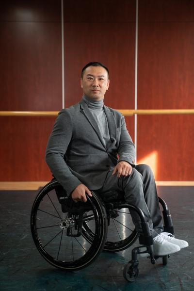 """Li Hui, 36, is a dancer and choreographer. He started dancing since he was 12, and had decided early on that he wanted to be a professional dancer. He graduated from the prestigious Beijing Dance Academy in 2008, and was on his way to become a successful dancer.      A traffic accident in 2012 turned his life upside down. When he knew that he had to spend the rest of life in a wheelchair, Li Hui was depressed thinking he would never dance again. Soon he realized he could dance in wheelchair, and he choreographed a dance """"Swan Goose"""" to a Mongolian song. """"I can still dance. I still have value. I can perform for other people with disabilities to encourage them."""" Li Hui said.      He founded Xinzhiyuan Art Center in 2018, focusing on dance training for everyone. Li has choreographed group dances for a mix of wheelchair users and people without disabilities. He said, """"There's no border or boundary in art. Everyone can enjoy and explore it."""" He hopes through dancing and doing activities together, people with and without disabilities can know and make friends with each other, and become one family.      李辉今年36岁,他是一名舞者和编舞。他从12岁开始学跳舞,并且很早就决定要成为一名专业舞蹈演员。他在2008年从著名的北京舞蹈学院毕业,事业步入正轨。      2012年的一场车祸让他的生活发生了翻天覆地的变化。当他得知他要在轮椅上度过余生后,他萎靡不振,觉得自己再也无法跳舞了。不久后,他发现坐轮椅也可以跳舞,他用蒙古族歌曲编了一支舞叫""""鸿雁""""。李辉说:""""我还能跳,我还有价值。我把舞蹈跳给更多的残障朋友看,鼓励他们。""""      李辉在2018年成立了心之源艺术中心,专注舞蹈教学培训。他编排了一些团体舞蹈是非残障人和轮椅使用者共同完成的。他说:""""艺术是没有国界和边界的。任何人都可以去享受它、去探寻它。""""他希望通过舞蹈和各种活动,残障和非残障群体可以增进对彼此的了解,成为一个家庭。"""