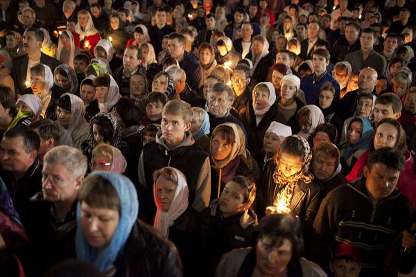 Ukrainians getting ready to enter the main church of Donetsk city, during Easter Sunday rites.