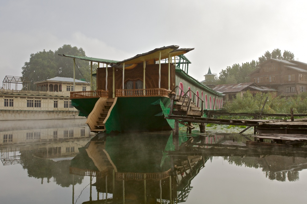 Art and Documentary Photography - Loading The Forgotten Houseboats of Kashmir  06.jpg