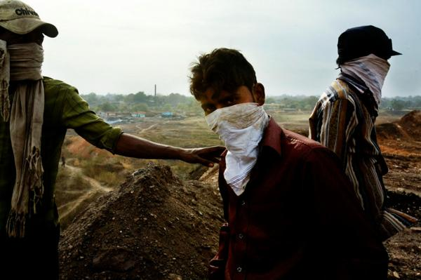Workers at a coal dumb site near the village of Kumar Baste, Jaharia, Jahrkand.