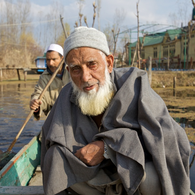 Art and Documentary Photography - Loading The Forgotten Houseboats of Kashmir  08.jpg