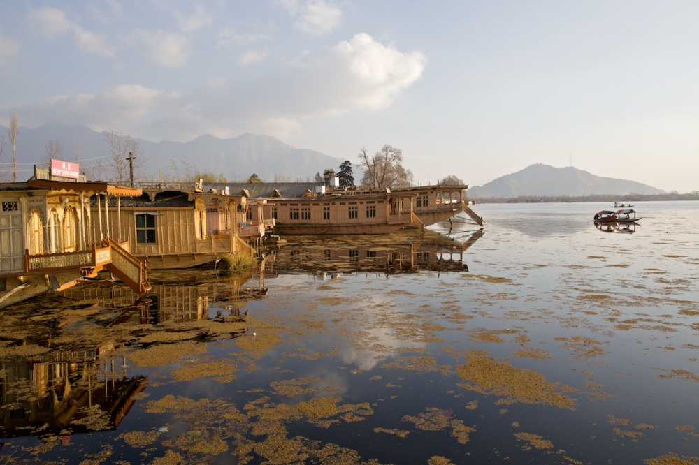 Art and Documentary Photography - Loading The Forgotten Houseboats of Kashmir  09.jpg