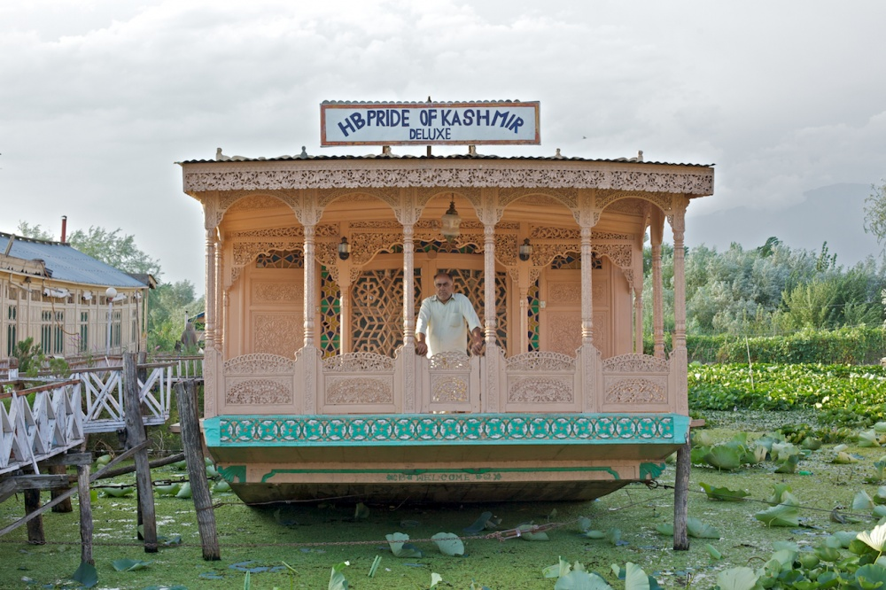 Art and Documentary Photography - Loading The Forgotten Houseboats of Kashmir  23.jpg