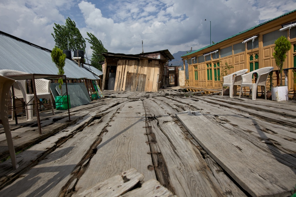 Art and Documentary Photography - Loading The Forgotten Houseboats of Kashmir  41.jpg