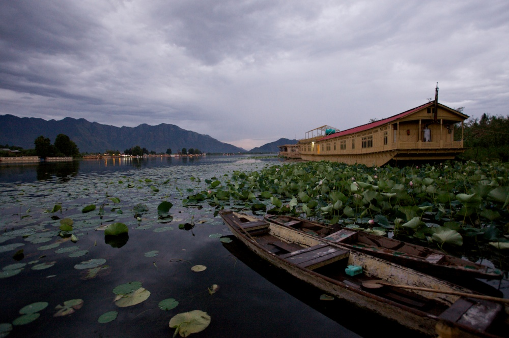 Art and Documentary Photography - Loading The Forgotten Houseboats of Kashmir  43.jpg